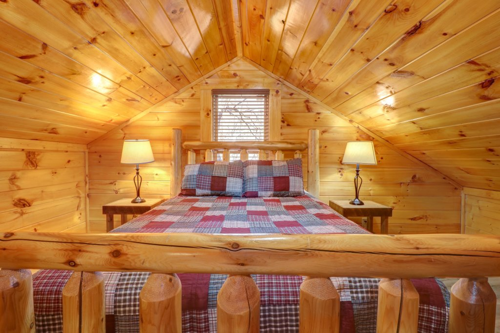 Photo of a Sevierville Cabin named A Higher Calling - This is the fortieth photo in the set.