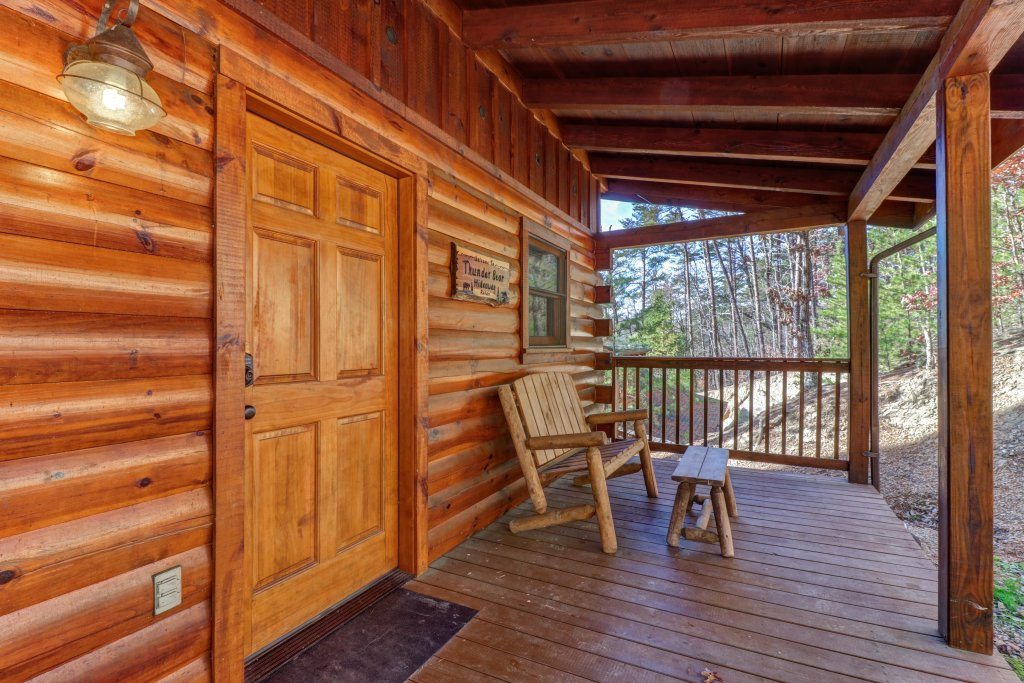 Photo of a Pigeon Forge Cabin named Thunder Bear Hideaway - This is the thirty-fourth photo in the set.