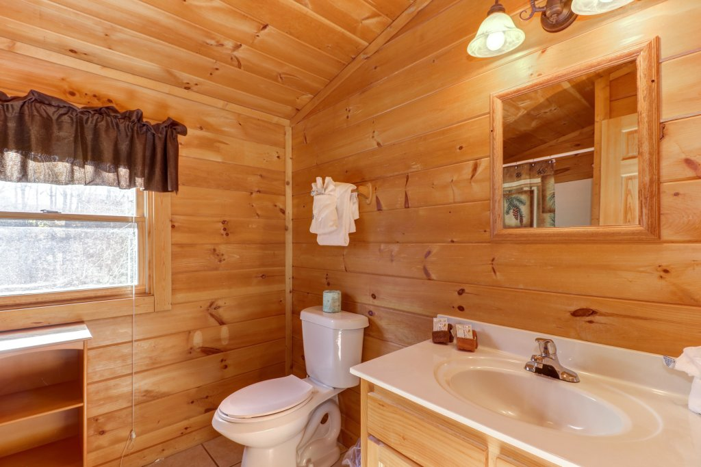 Photo of a Pigeon Forge Cabin named Thunder Bear Hideaway - This is the seventeenth photo in the set.