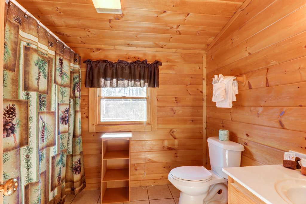 Photo of a Pigeon Forge Cabin named Thunder Bear Hideaway - This is the twenty-ninth photo in the set.