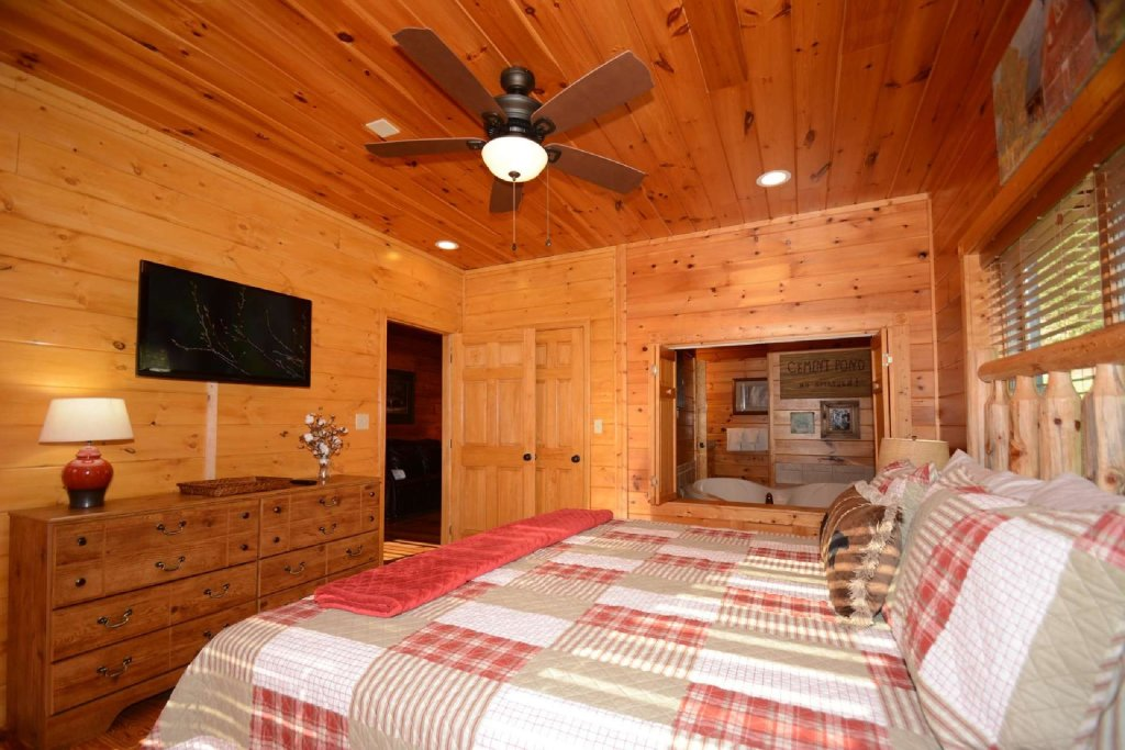 Photo of a Gatlinburg Cabin named Rustic Paradise - This is the ninth photo in the set.