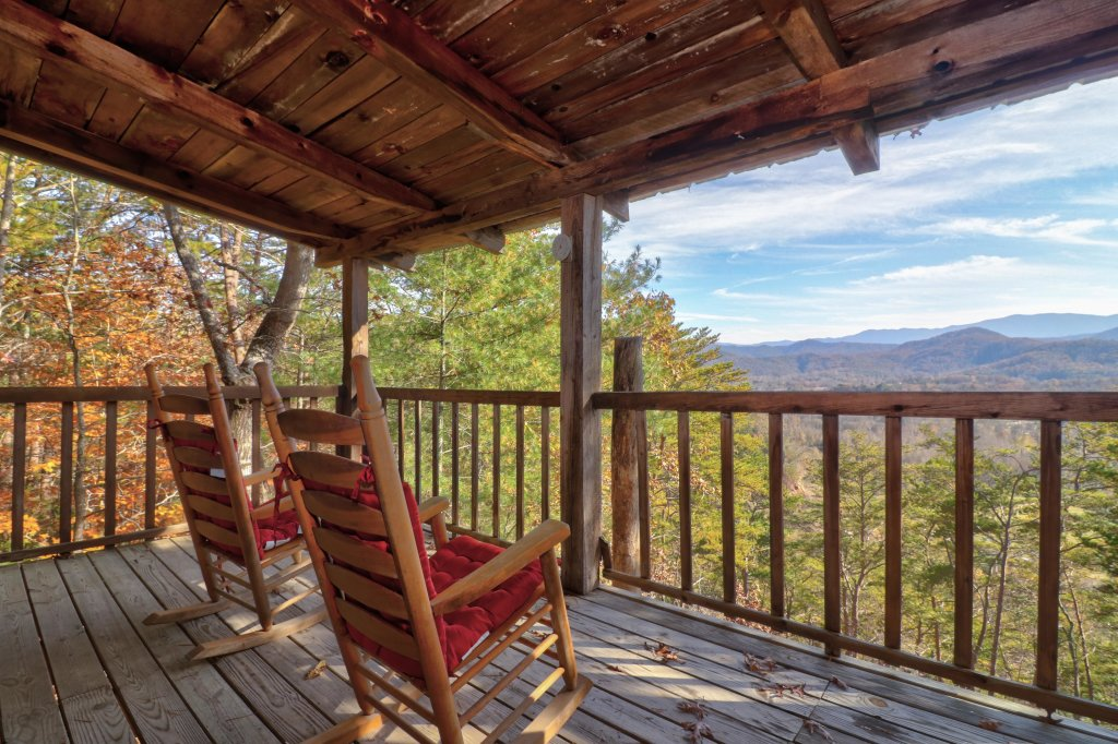 Photo of a Sevierville Cabin named Bearly Heaven - This is the first photo in the set.