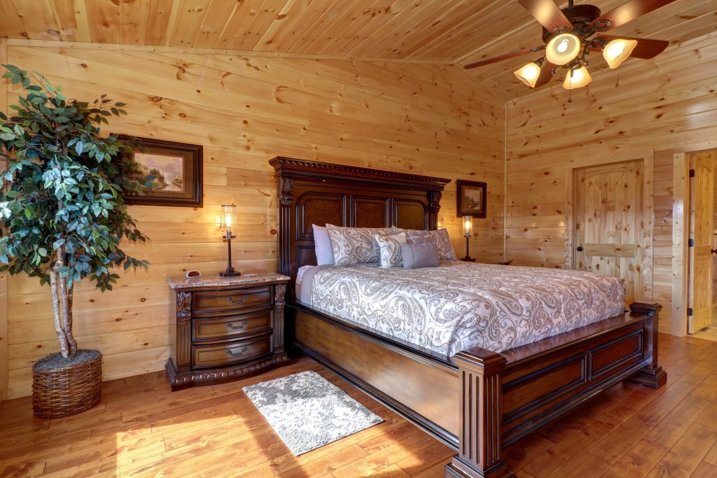Photo of a Sevierville Cabin named Above And Beyond - This is the seventeenth photo in the set.