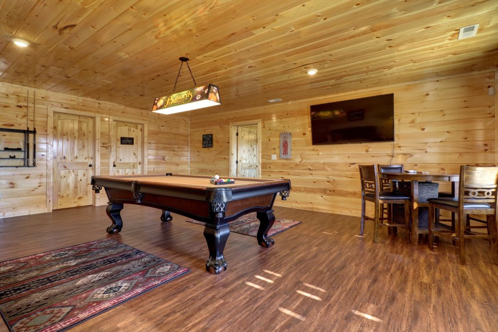 Photo of a Sevierville Cabin named Above And Beyond - This is the fourteenth photo in the set.