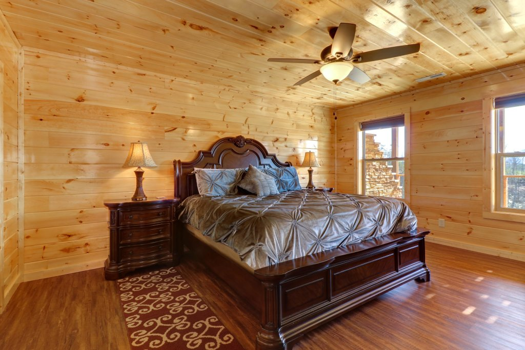 Photo of a Sevierville Cabin named Above And Beyond - This is the twenty-third photo in the set.