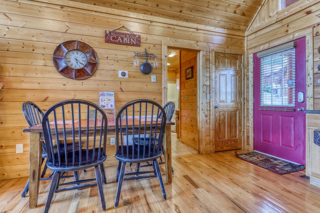 Photo of a Pigeon Forge Cabin named Smoky Mountain View - This is the twelfth photo in the set.