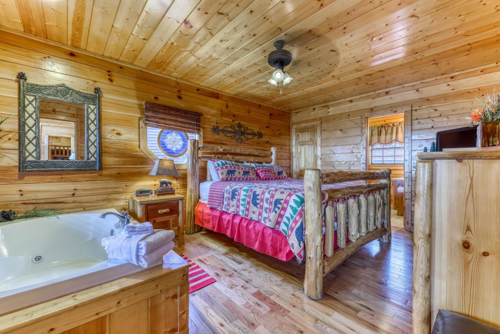 Photo of a Pigeon Forge Cabin named Smoky Mountain View - This is the nineteenth photo in the set.
