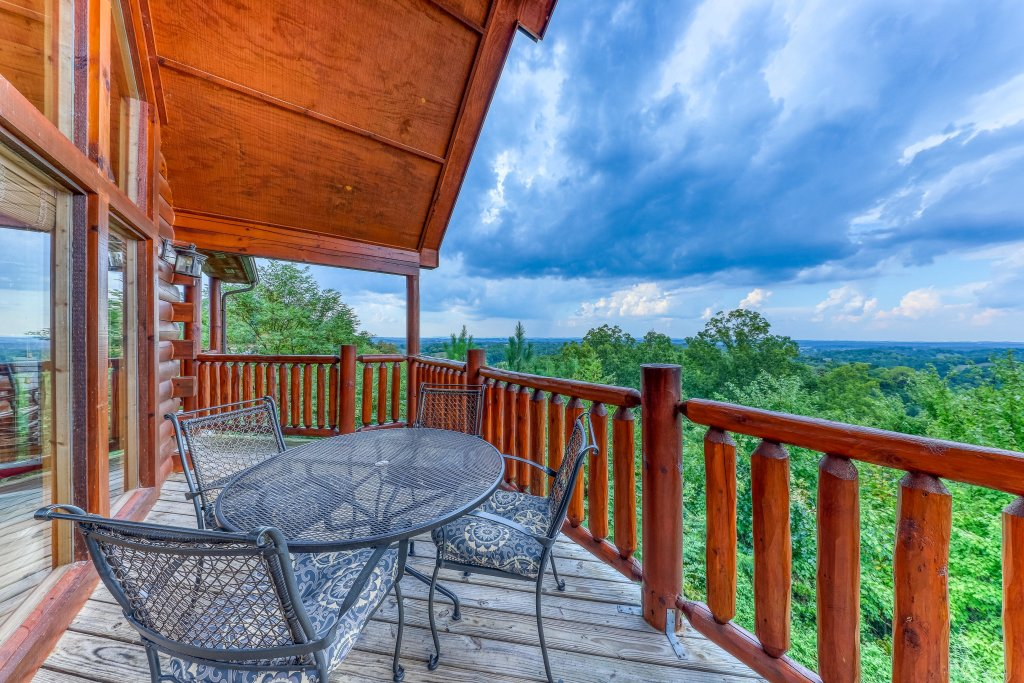 Photo of a Pigeon Forge Cabin named Smoky Mountain View - This is the thirty-first photo in the set.