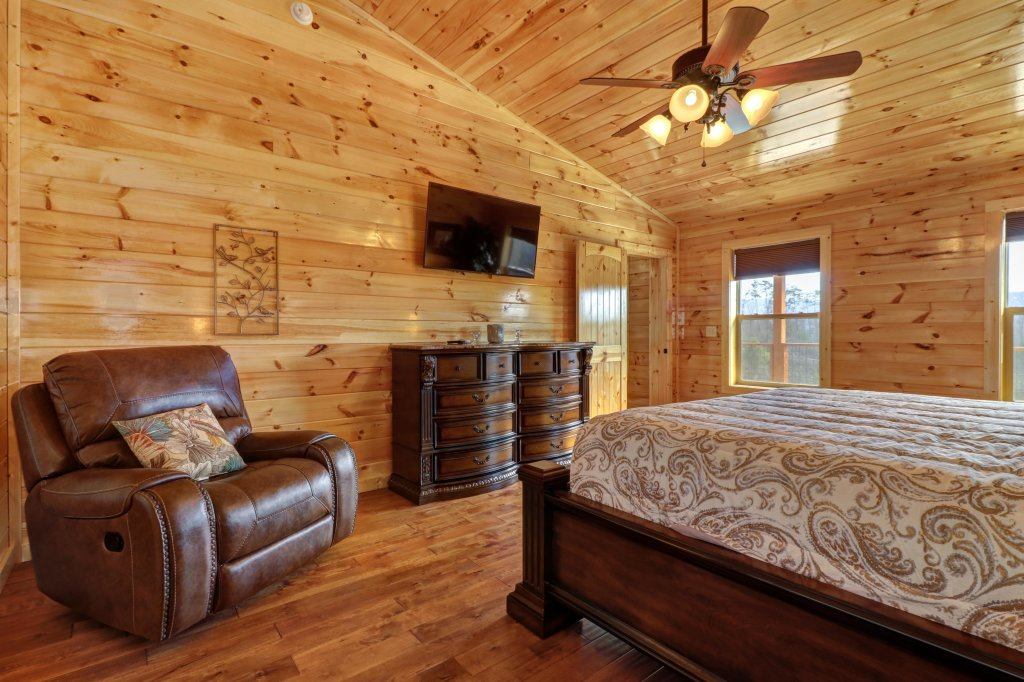 Photo of a Sevierville Cabin named Above And Beyond - This is the eighteenth photo in the set.