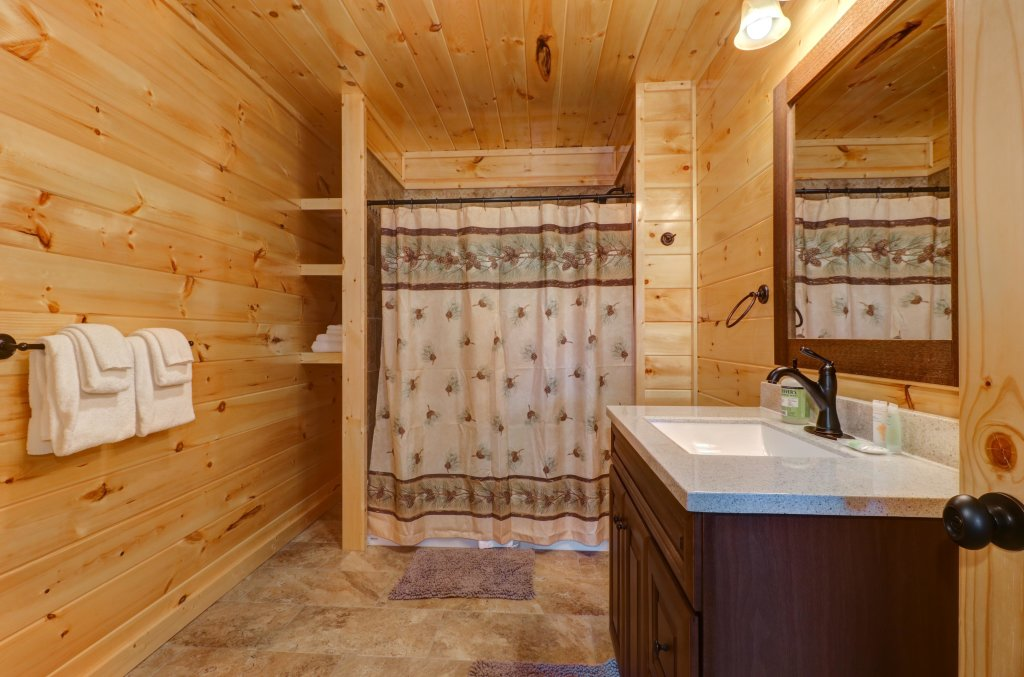 Photo of a Sevierville Cabin named Above And Beyond - This is the twenty-fifth photo in the set.