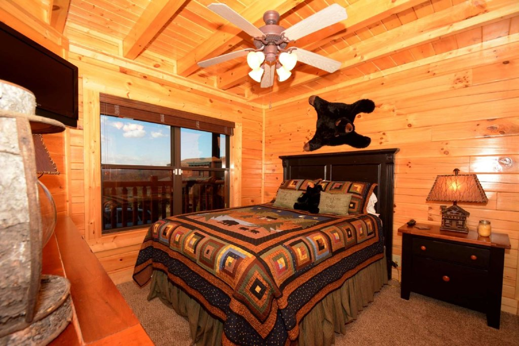 Photo of a Sevierville Cabin named Pine Cone Lodge - This is the fourteenth photo in the set.