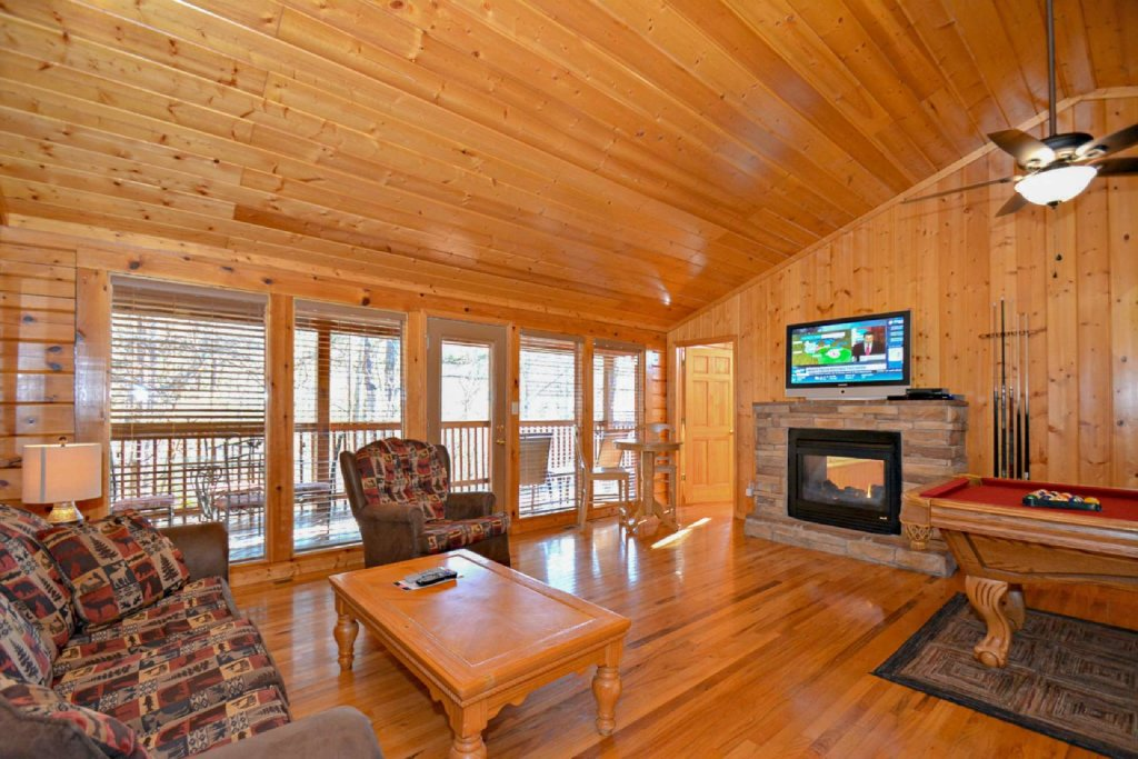 Photo of a Pigeon Forge Cabin named Moonlight Magic - This is the first photo in the set.