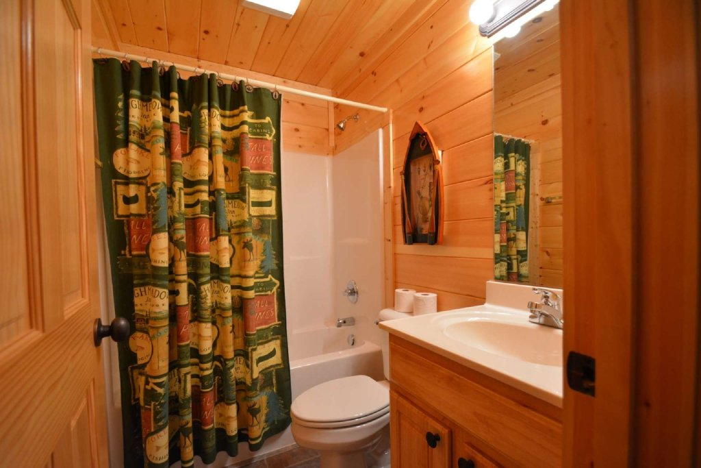 Photo of a Sevierville Cabin named Pine Cone Lodge - This is the seventeenth photo in the set.