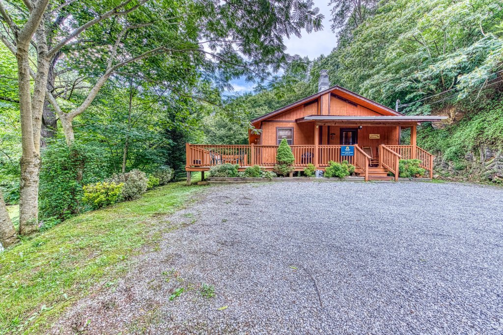Photo of a Gatlinburg Cabin named Lazy Creek Retreat - This is the thirty-first photo in the set.