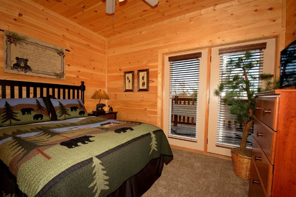 Photo of a Sevierville Cabin named Pine Cone Lodge - This is the sixteenth photo in the set.