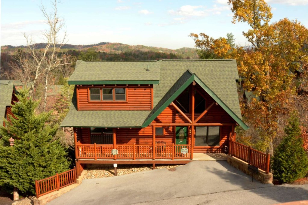 Photo of a Sevierville Cabin named Pine Cone Lodge - This is the twenty-fourth photo in the set.