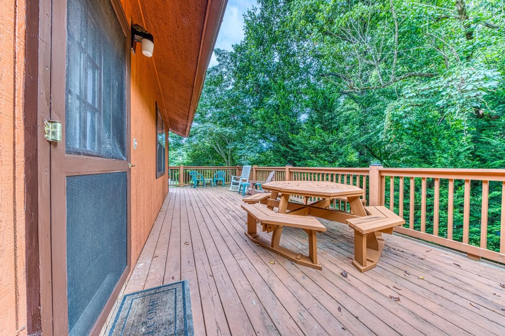 Photo of a Gatlinburg Cabin named Lazy Creek Retreat - This is the twenty-seventh photo in the set.