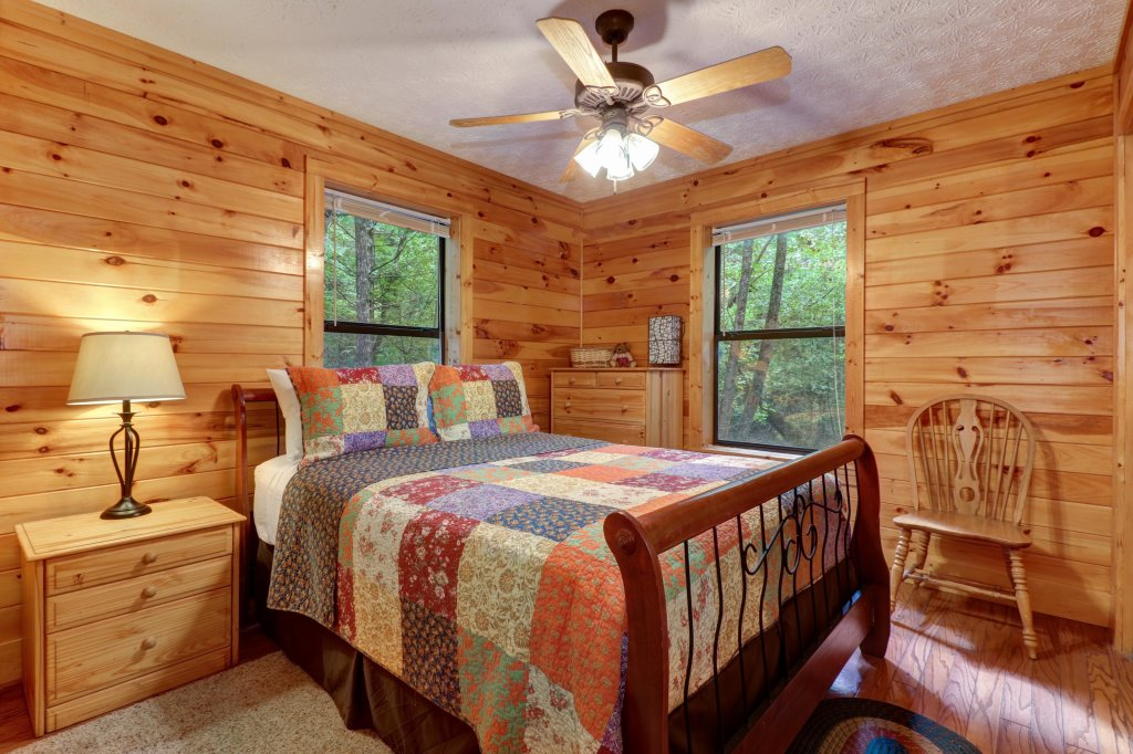 Photo of a Sevierville Cabin named Friendly Bear Cabin - This is the nineteenth photo in the set.