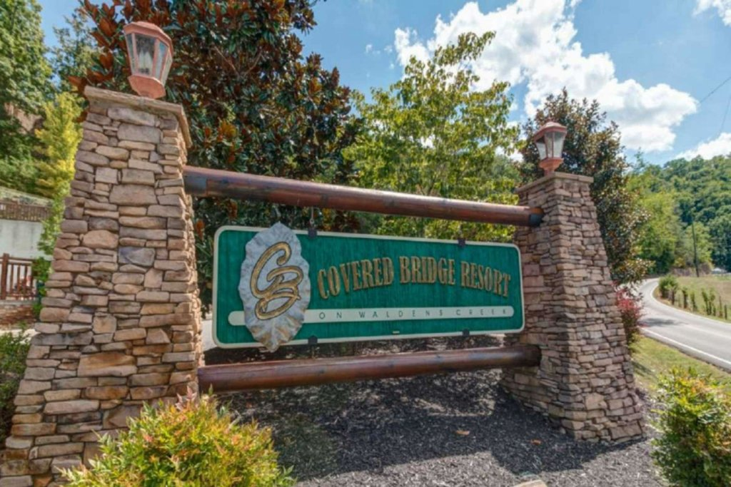 Photo of a Sevierville Cabin named Pine Cone Lodge - This is the thirty-second photo in the set.