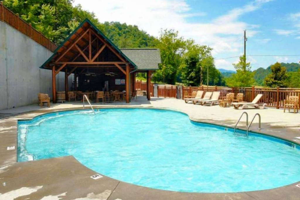 Photo of a Sevierville Cabin named Pine Cone Lodge - This is the thirty-third photo in the set.