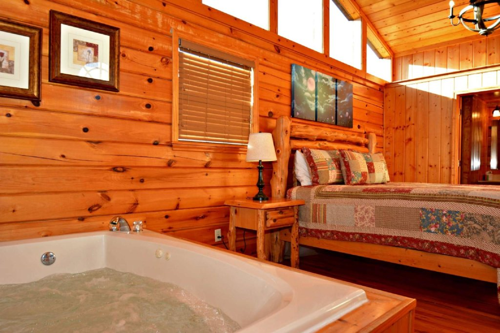 Photo of a Pigeon Forge Cabin named Moonlight Magic - This is the thirteenth photo in the set.