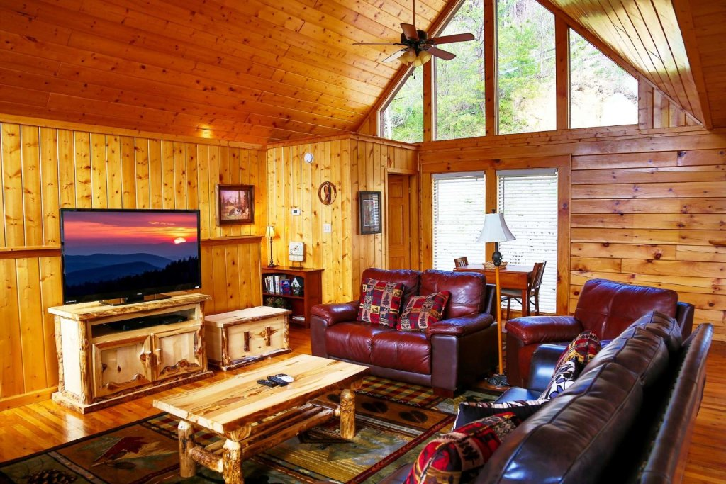 Photo of a Pigeon Forge Cabin named Falcons View - This is the twenty-fourth photo in the set.