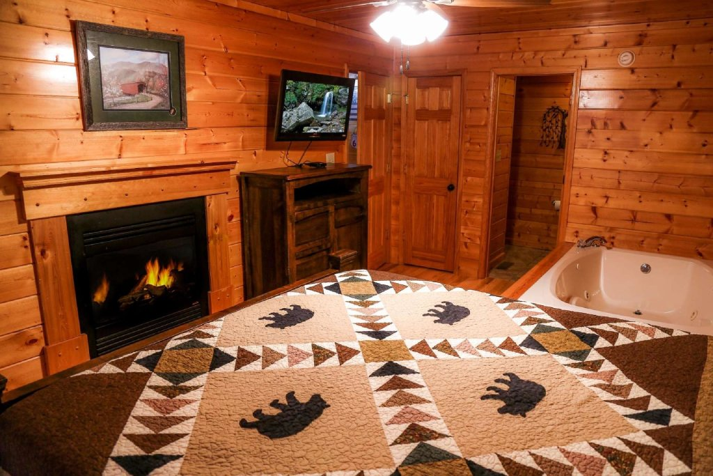 Photo of a Pigeon Forge Cabin named Falcons View - This is the twelfth photo in the set.