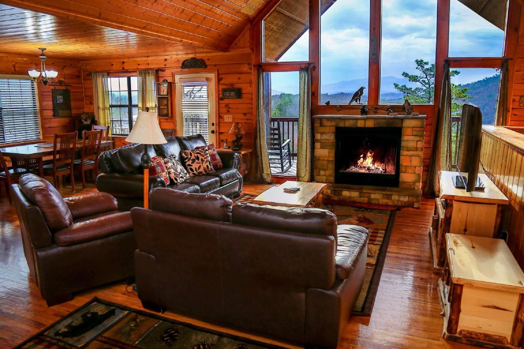 Photo of a Pigeon Forge Cabin named Falcons View - This is the second photo in the set.