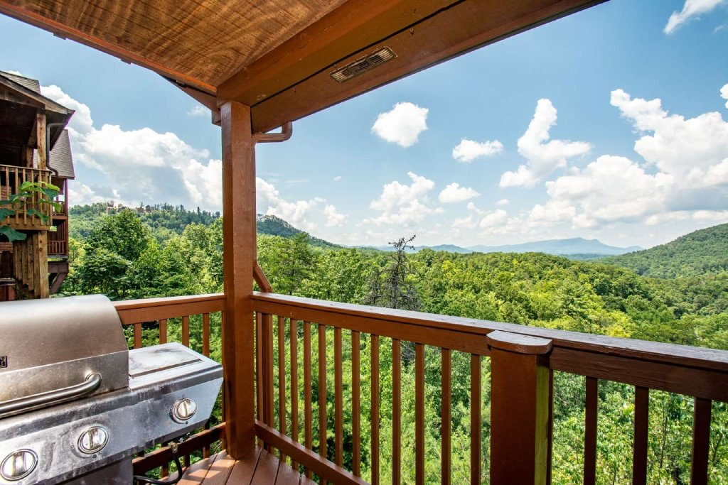 Photo of a Pigeon Forge Cabin named Falcons View - This is the tenth photo in the set.