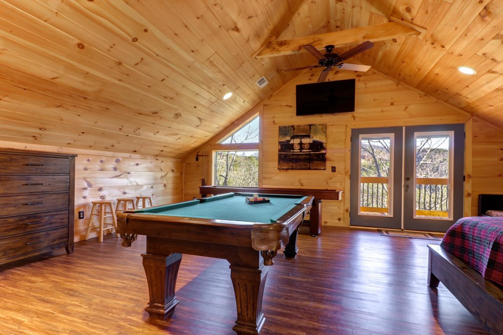 Photo of a Sevierville Cabin named It's Five O'clock Somewhere - This is the fourteenth photo in the set.