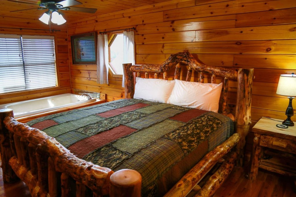 Photo of a Pigeon Forge Cabin named Falcons View - This is the twenty-seventh photo in the set.