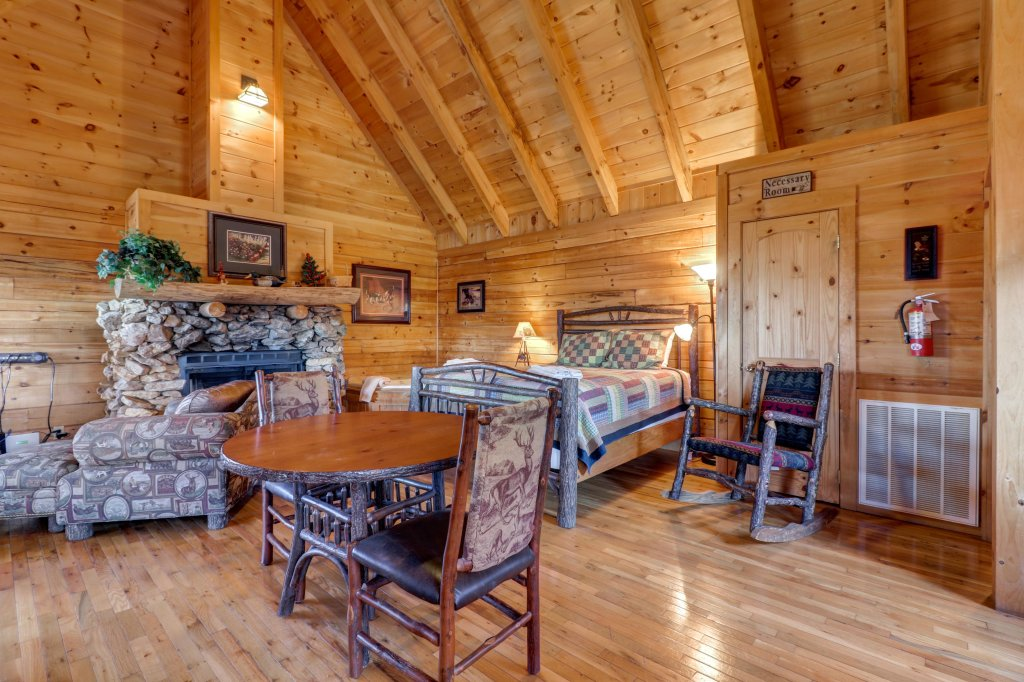 Photo of a Sevierville Cabin named Majestic View #42b - This is the fourth photo in the set.