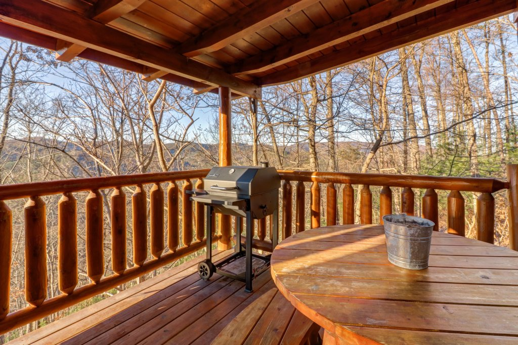 Photo of a Sevierville Cabin named Majestic View #42b - This is the fourteenth photo in the set.