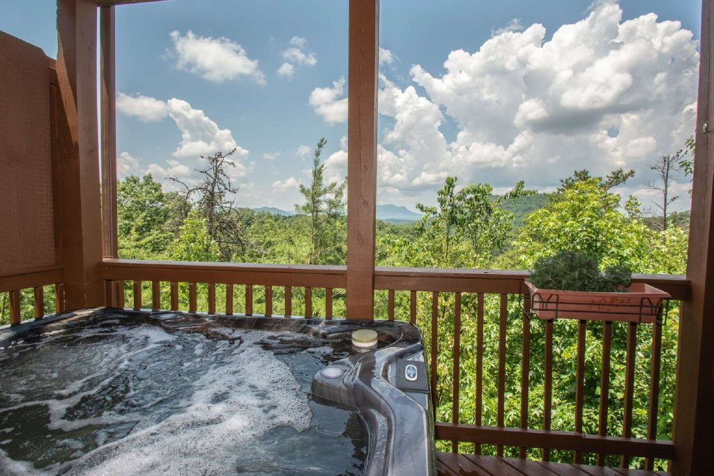 Photo of a Pigeon Forge Cabin named Falcons View - This is the fifth photo in the set.