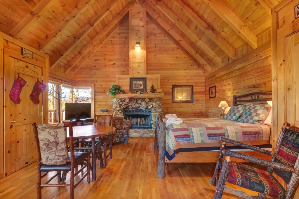Photo of a Sevierville Cabin named Majestic View #42b - This is the third photo in the set.