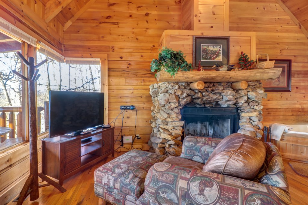 Photo of a Sevierville Cabin named Majestic View #42b - This is the eleventh photo in the set.