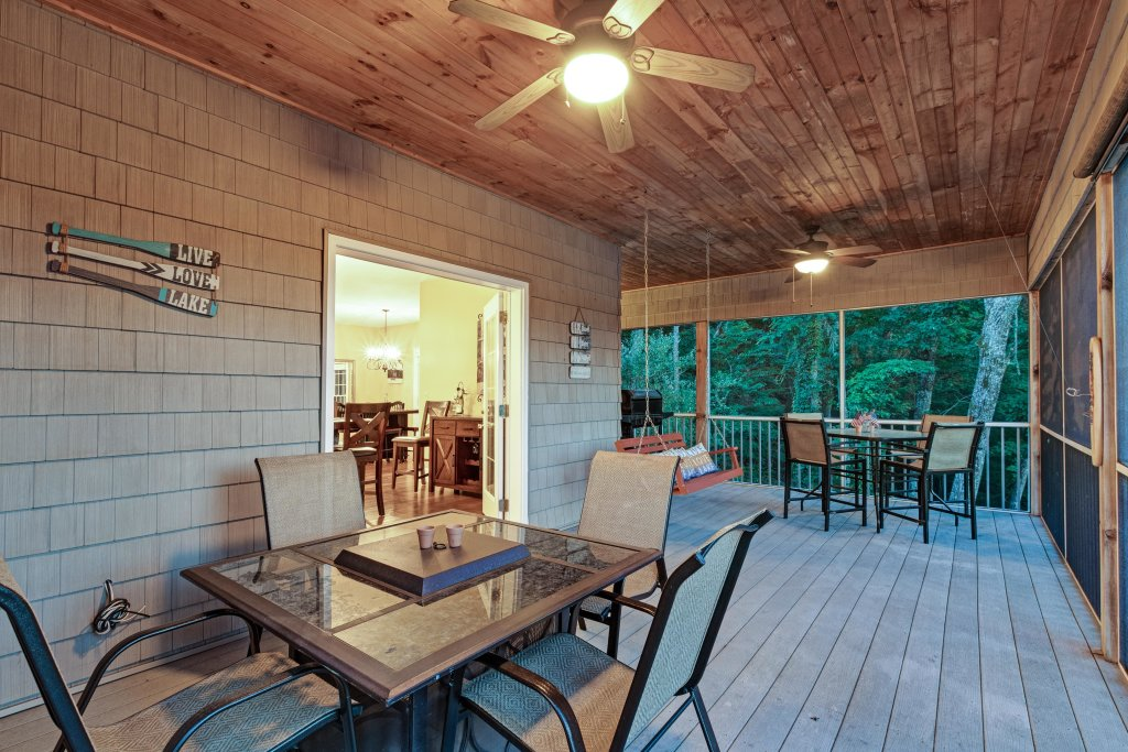 Photo of a Sevierville Cabin named Lake View In The Smokies - This is the thirty-second photo in the set.