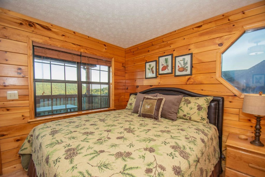 Photo of a Pigeon Forge Cabin named High And Lifted Up - This is the twelfth photo in the set.