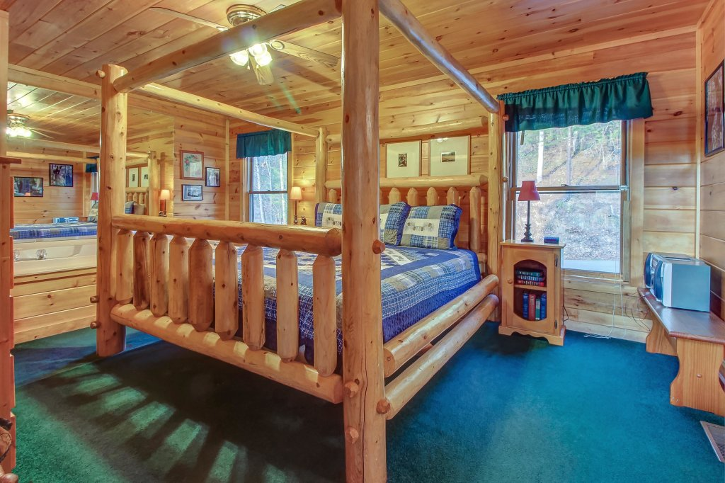 Photo of a Pigeon Forge Cabin named Running Bear Cabin - This is the thirteenth photo in the set.