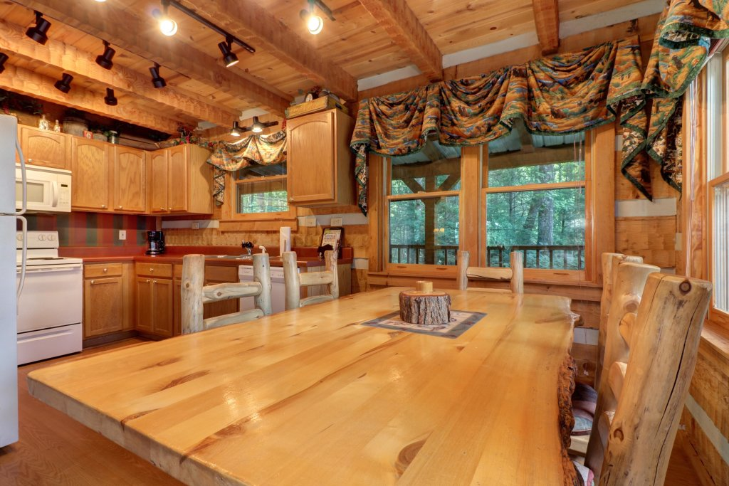 Photo of a Sevierville Cabin named Smokies Sanctuary Cabin - This is the eighth photo in the set.