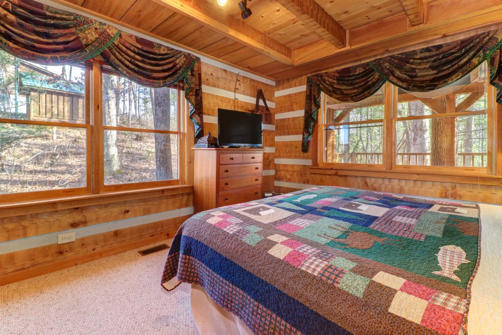 Photo of a Sevierville Cabin named Smokies Sanctuary Cabin - This is the thirty-fourth photo in the set.