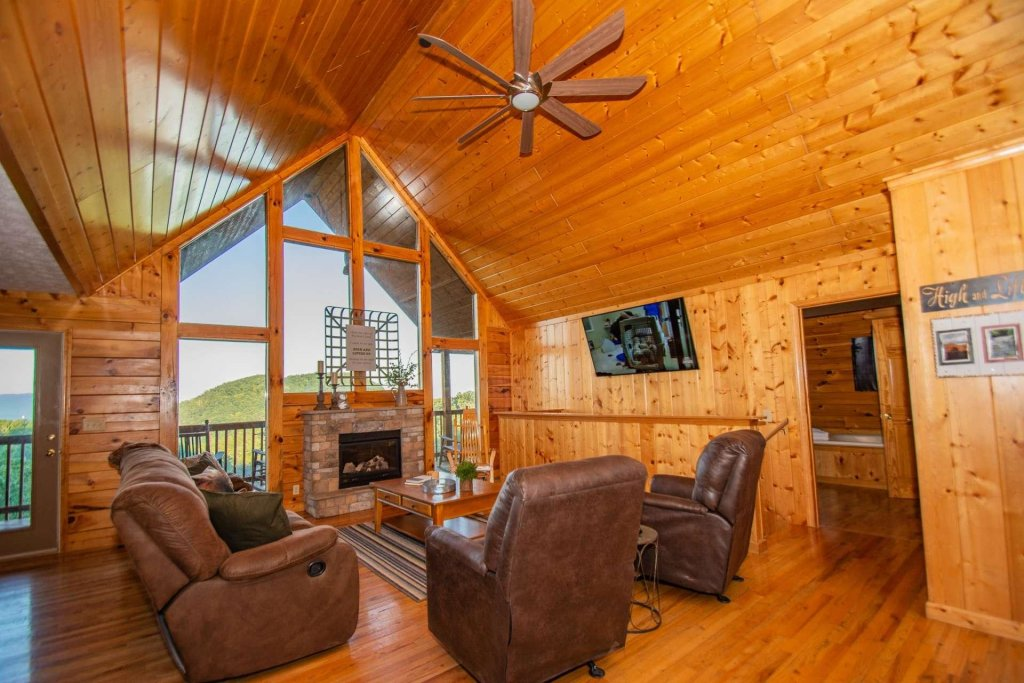 Photo of a Pigeon Forge Cabin named High And Lifted Up - This is the thirty-first photo in the set.