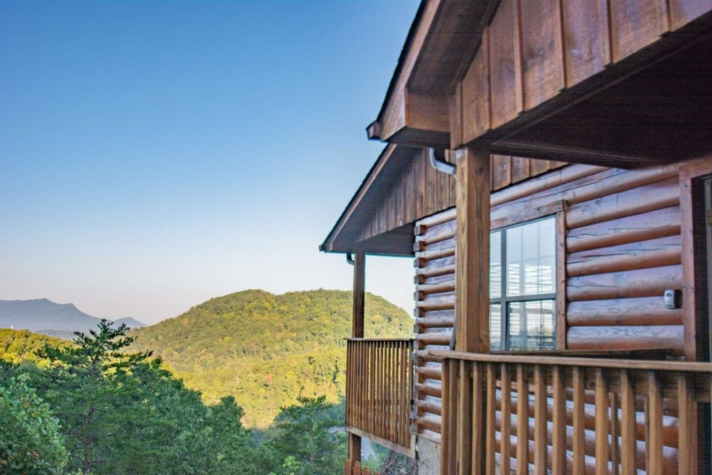 Photo of a Pigeon Forge Cabin named High And Lifted Up - This is the thirty-second photo in the set.