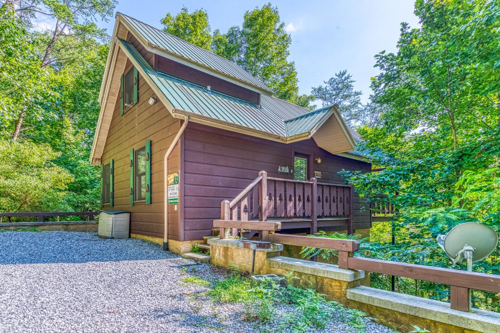 Photo of a Pigeon Forge Cabin named Evening Shade Cabin - This is the second photo in the set.