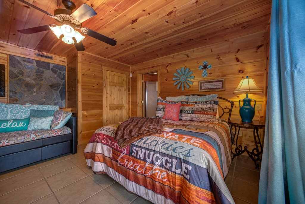 Photo of a Pigeon Forge Cabin named Bow Vista Cabin - This is the forty-first photo in the set.