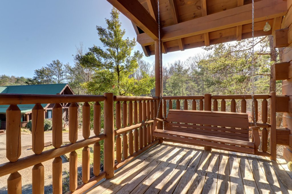 Photo of a Pigeon Forge Cabin named Peaceful Setting Cabin - This is the fifth photo in the set.