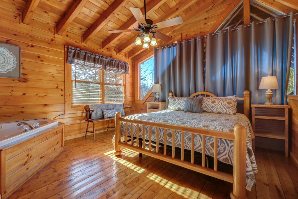 Photo of a Pigeon Forge Cabin named Peaceful Setting Cabin - This is the fourteenth photo in the set.