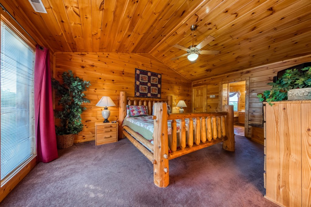 Photo of a Pigeon Forge Cabin named Arrowhead Log Cabin Resort: Brief Escape Cabin - This is the forty-second photo in the set.