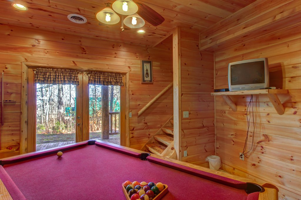 Photo of a Sevierville Cabin named Chief Big Log Cabin - This is the fifth photo in the set.