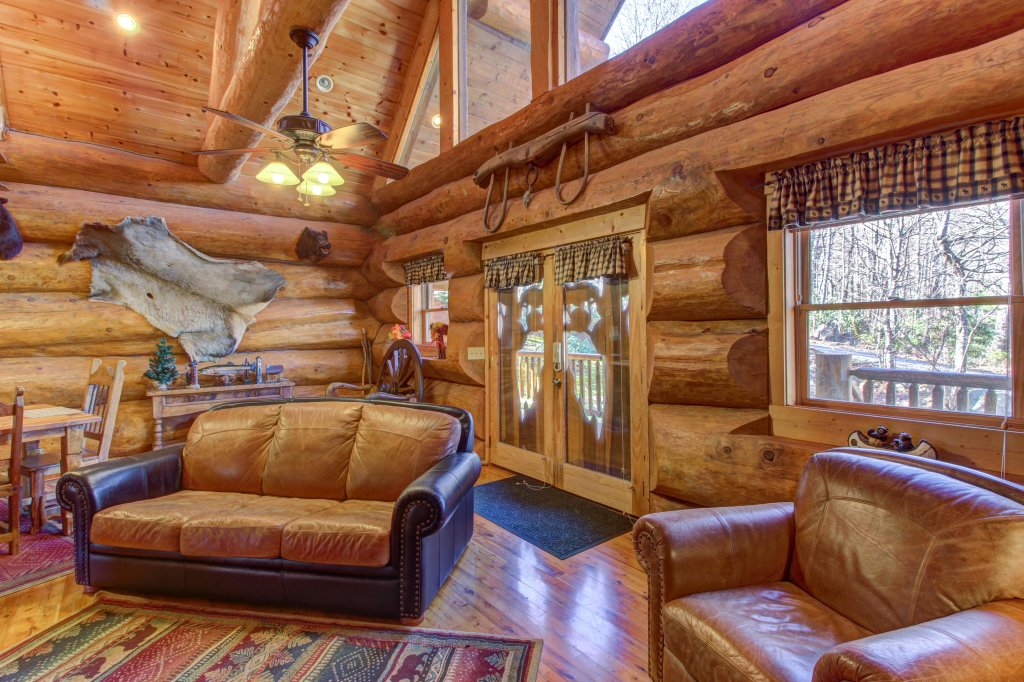 Photo of a Sevierville Cabin named Chief Big Log Cabin - This is the eighth photo in the set.